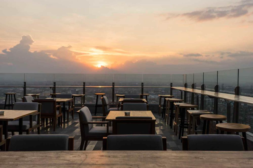 Alila_Solo_-_Agra_outdoor_terrace_03